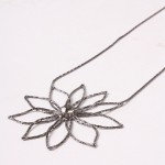 Buy Necklace - Flower with discount from Modekungen.