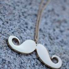 Buy Necklace - Moustache with discount from Modekungen.
