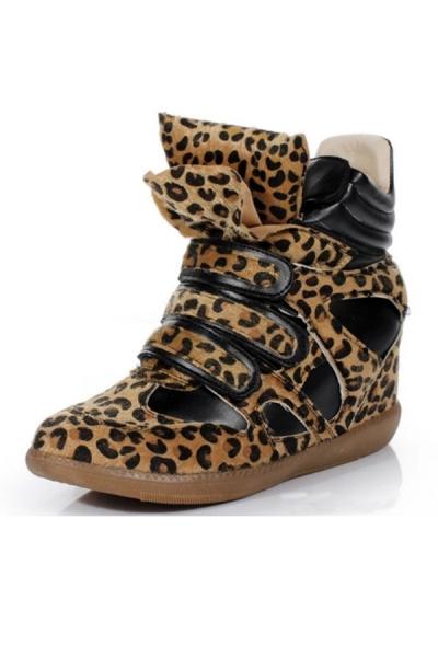 Jetzt kaufen Must-have Leopard Wedge Sneakers mit Gutscheinrabatt von OASAP.