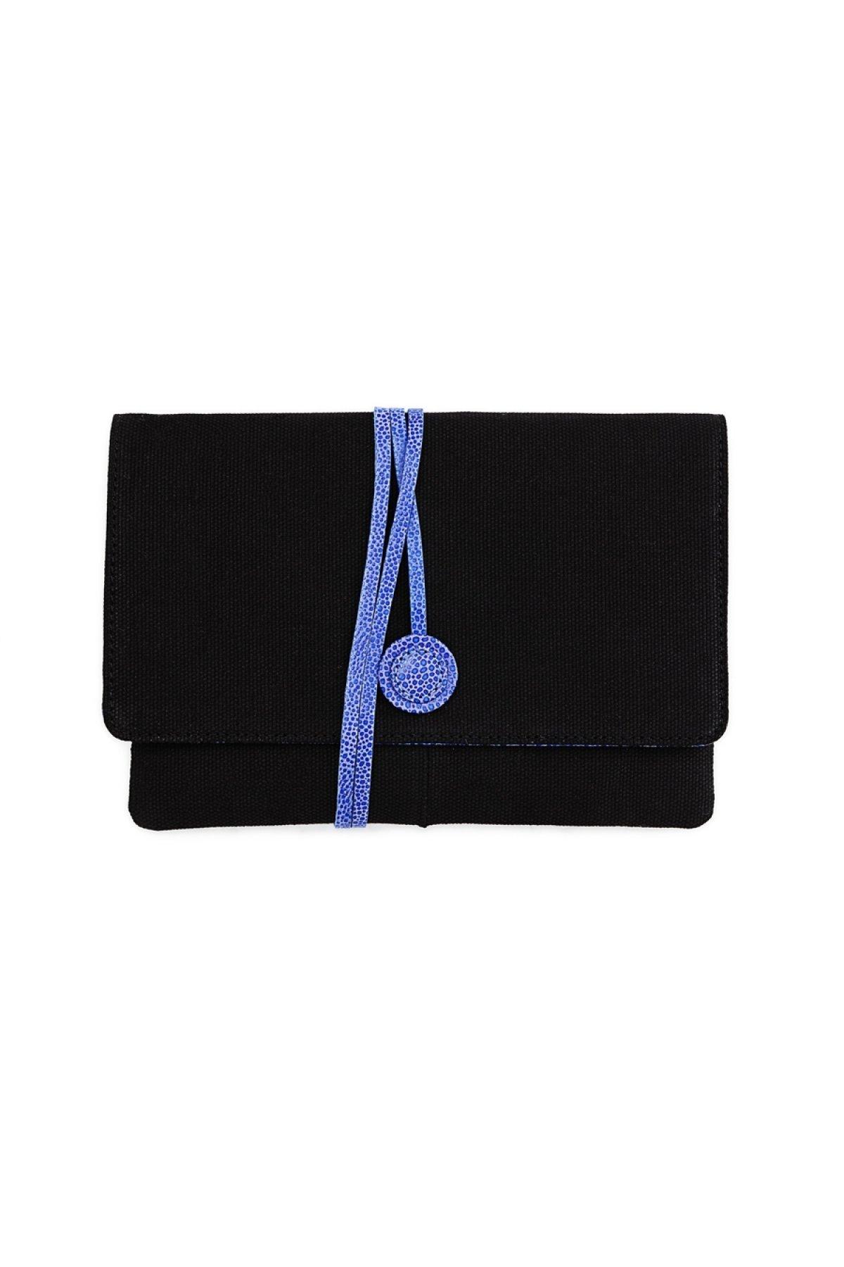 Jetzt kaufen Hyde Park Blue Clutch mit Gutscheinrabatt von Carnet de Mode - Damen~Taschen & Rucksäcke.